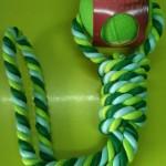 Pelota con cuerda.